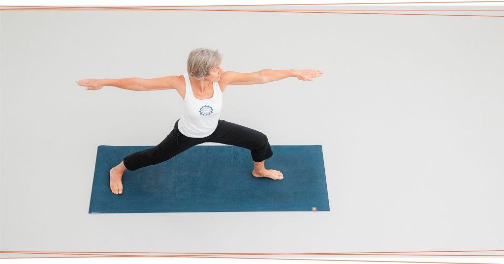 Karin macht Yoga